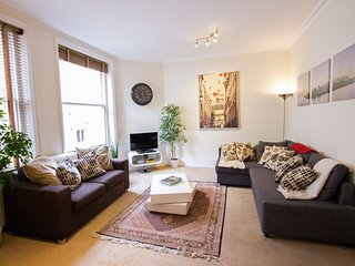 Covent Garden, perfectly central, lovely 2 bedroom - sleeps 6!