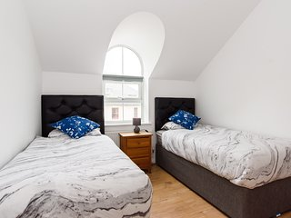Classic Two Bedroom Apartment with Parking