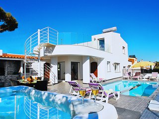 BRAND NEW VILLA W/ JACUZZI, PRIVATE HEATABLE POOL,WIFI,AC,AND STUNNING SEA VIEWS