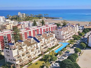 Las Dunas Javea Apartment. Poolside, sandy beach, restaurants. Families/couples.