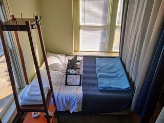 Room with privacy pods sleeps 4 in one of the best neighborhoods. San Francisco