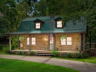 TN 560 Buckeye Lane . ⚡️Campbell Cabin!Pets OK!Sleep 10 near downtown!⚡️