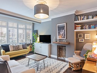 Beautiful & Expansive House with Two-Bedroom & Garden in Brixton