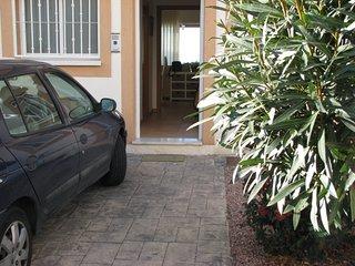 Entrada: aparcamiento para un coche