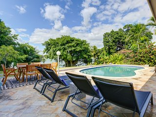 10 Bed Luxury Lakefront Villa w/ Pool, Huge Yard!