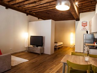 Lucca Apartment Sleeps 6 with Air Con and WiFi - 5791405