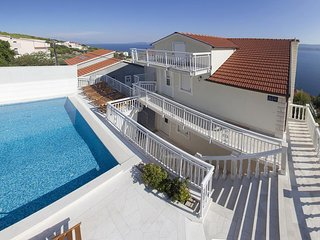 Zavode Apartment Sleeps 4 with Pool and Air Con - 5470848
