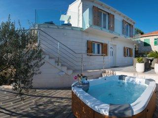 Stone villa with jacuzzi on Island Solta