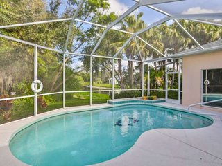 NEW TO MARKET - Private Pool, WIFI,Cable, Quiet Neighborhood and Close to Downto