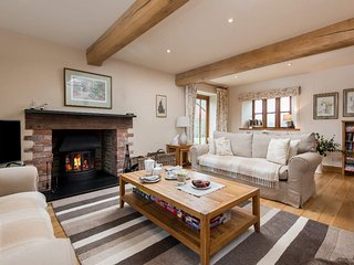 Sleeps 8 (+11), 5* Gold, Luxury, Beautiful, Clean Cottage in beautiful location
