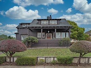 Historic three-bedroom home near shops & restaurants-One block from Humbolt Bay