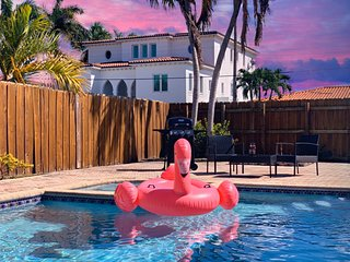 ⭐️EXCLUSIVE BLUE HOUSE - 5 BR 3 BR - �POOL & BBQ