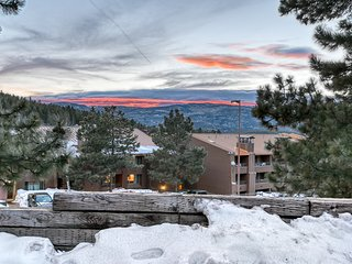 Spacious, family-friendly home w/ loft, balcony & close to skiing and hiking