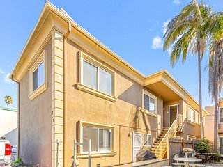 Bright dog-friendly condo w/ access to everything Mission Beach has to offer!