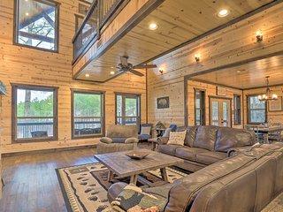 NEW! Luxury 'Great Bear Lodge' w/Hot Tub, Fire Pit