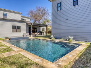 Exquisite family-friendly home w/ private pool, hot tub & gas grill - dogs OK!