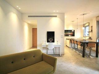 Large 4 bedroom apartment in Tzameret park