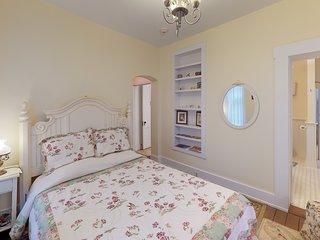 Holly Tree Room w/ Clawfoot Bathtub in Historic Hyde House near Hocking Hills