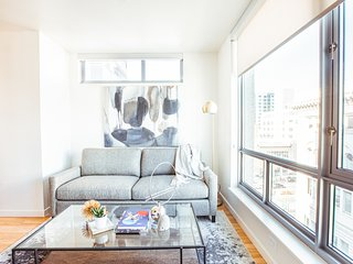 Stay like a Local in this Nob Hill Luxury Apartment