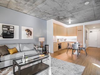 Walkable Downtown Oakland Luxury Apartment