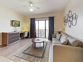 Top-Floor Waterfront Downtown Condo on Cape Fear River w/ Balcony