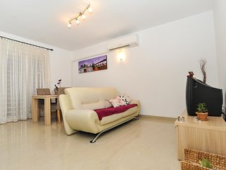 Brodarica Apartment Sleeps 4 with Air Con - 5832587