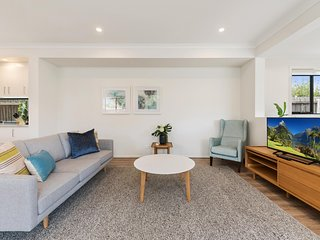 Spacious 4-Bed House with Parking and Backyard