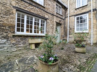 3 GEORGE YARD, WiFi, Woodburner, Burford