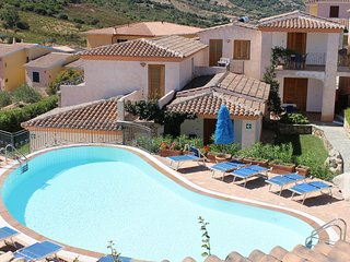 Tanaunella Apartment Sleeps 4 with Pool Air Con and WiFi - 5248063