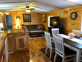 Charming Coyote Ridge Cabin w/ Private Hot Tub located in Star of Hocking Hills!