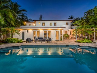 Villa with Pool for 14Guest in Brickell! Basketball/Outdoorkitchen