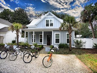 Coastal Cottage. Luxury beach rental with up-scale amenities for 1-14 people