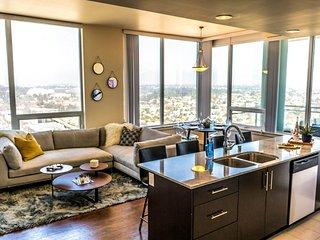 Ocean View I by AvantStay | Home in the Heart of DT w/ City & Ocean Views!