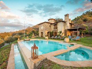 Casa del Arbol by AvantStay | Villa w/ Sunset Views | 5 Acres of Avocado Trees