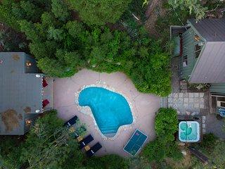 Everett by AvantStay   Cabin w/Pool, HOT TUB, Ping Pong, & Fire Pit!