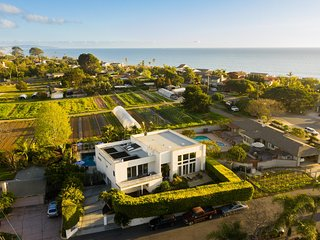 Beachcomber by AvantStay | 1 Block from Beach - Modern Estate w/ Ocean Views