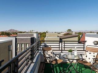 Newport by AvantStay - Luxe Condo in Heart of Tempe w/ Rooftop, Pool & Hot Tub