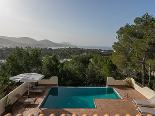 Cala Tarida Villa Sleeps 8 with Pool - 5805468