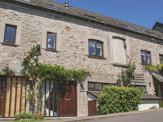 LINNEY COTTAGE, sunny cottage in Dittisham with views over the River Dart