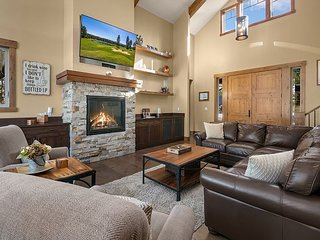 Elegant Golf Course Home! Game Room, Hot Tub, Fire Pit, Ping Pong and more!