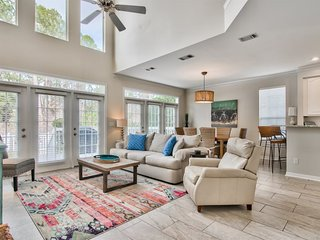 Sandestin 3 Bedroom Home with Golf Cart! Easy Walk to Pool, Resort Lifestyle