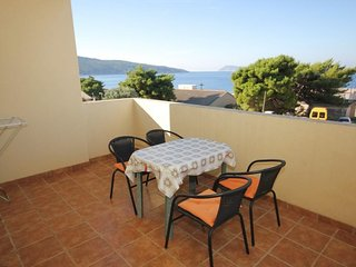 Komiza Apartment Sleeps 5 with Air Con - 5468971