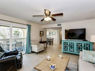 Beautifully Updated Townhome Condo Nestled Between The Bay And Gulf - Private Be