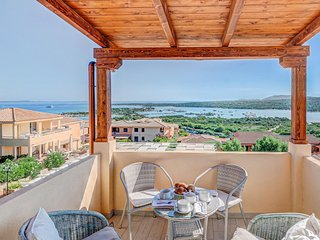 Stunning apartment in Golfo Aranci w/ 1 Bedrooms (IGS081)