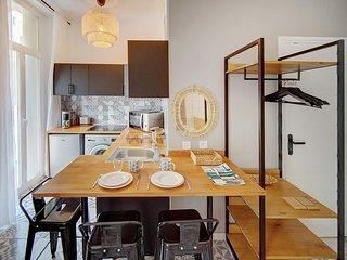 Immogroom- Sublime studio with terrace- close Shops/Bar- CONGRESS/BEACHES