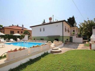 Villa Maria con piscina vicino alla spiaggia ed alla citta' per gruppi, famiglie