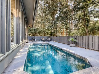Fully renovated Sea Pines home w/ private pool six rows from the water - dogs OK