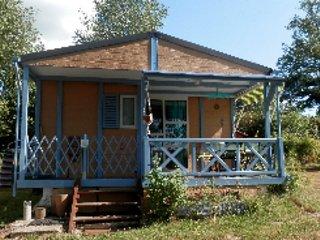 Chalet Bleu, le chouchou des familles, location de vacances à Ménessaire