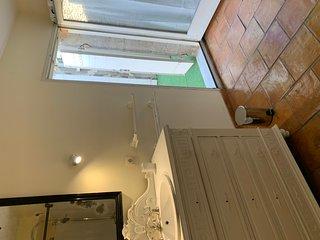 Bel appartement 170 M2 + terrasse a  Lirac 20 minutes d Avignon