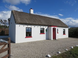 Mullaghduff Thatched Cottage, nr Kincasslagh, Donegal, on the Wild Atlantic Way